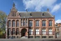800px-100416_Praediniussingel_59_vm_Groninger_Museum_en_Natuurmuseum_Groningen_NL-490x326